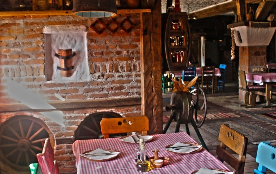 Etno-kuca-Gracanica-enterier-serbian-old-house-restaurant